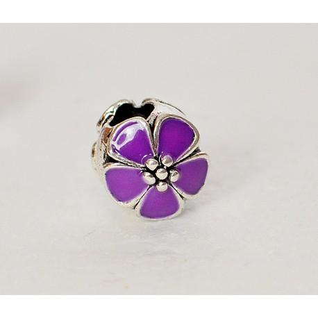 Karoliukas violetinės spalvos gėlytė
