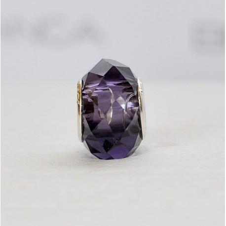 Skaidrus violetinis karoliukas